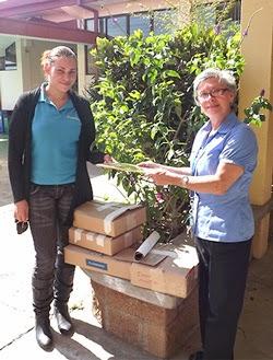 Donación de libros a colegio