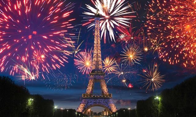 Torre Eiffel no Ano Novo em Paris