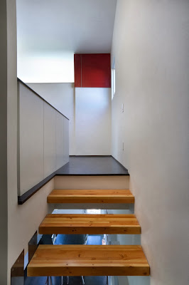 "wood stairs ideas LEED House ""Like A Houseboat"""
