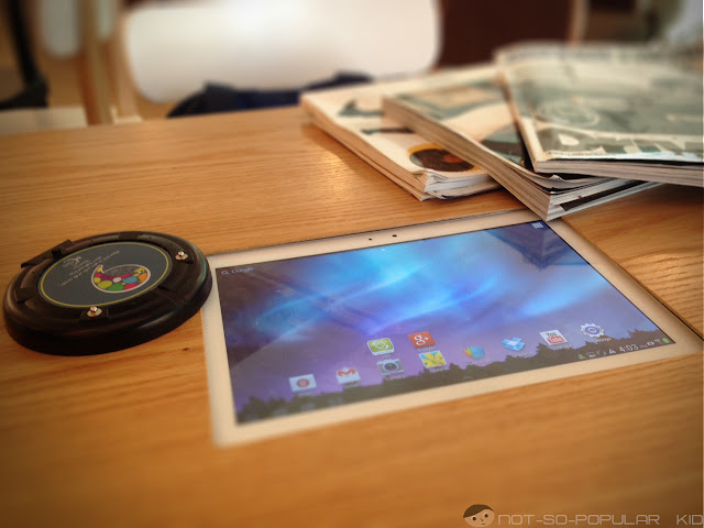 Samsung Galaxy tabs in Cafe De Seoul