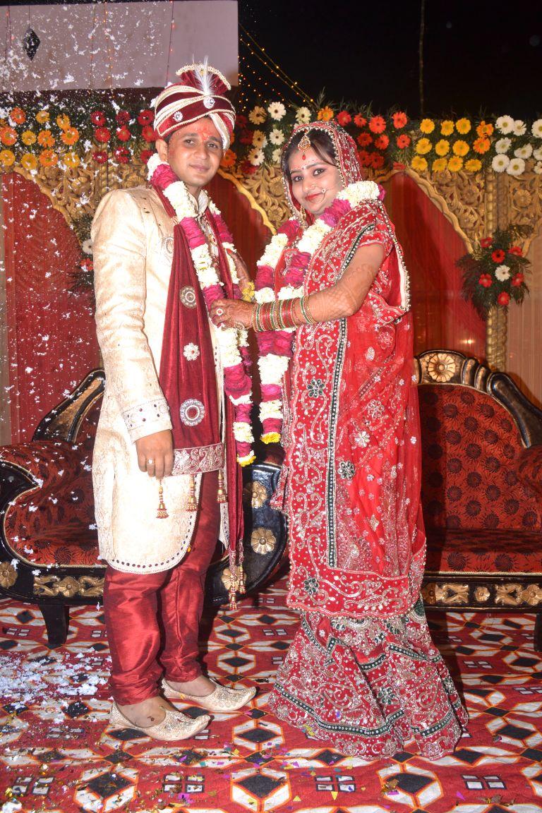 Gathbandhan Shaadi Point: Beautiful Bridal Attire of a Hindi Matrimony