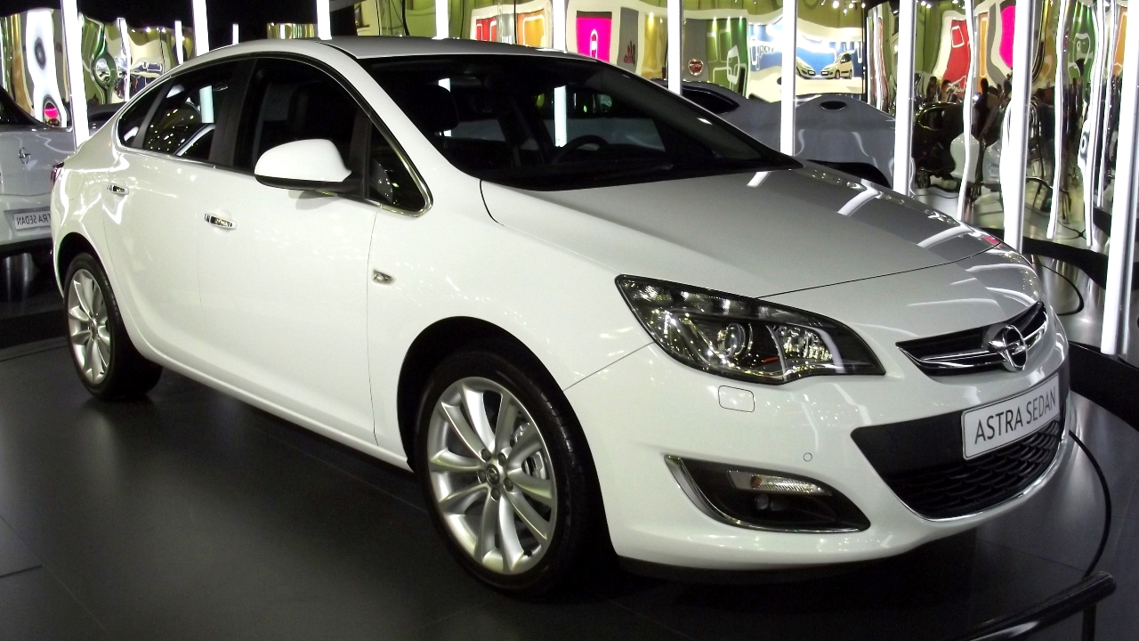 2013 Opel Astra Sedan İstanbul Autoshow'da - Turkeycarblog