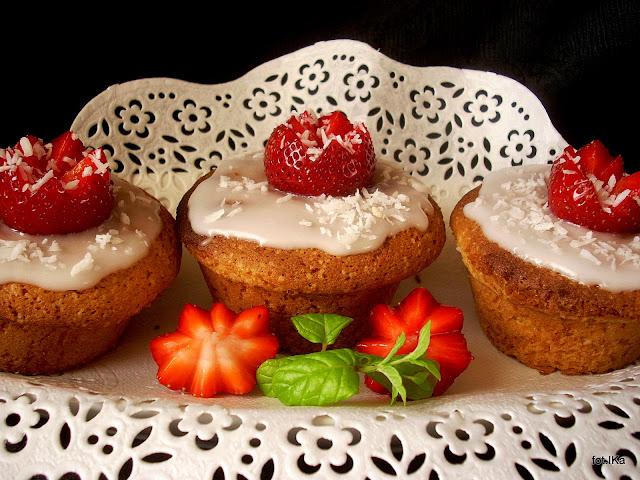 mufinki , truskawki , ciastka , moje wypieki , domowe wypieki , łatwy przepis , najlepsze babeczki , babeczki truskawkowe