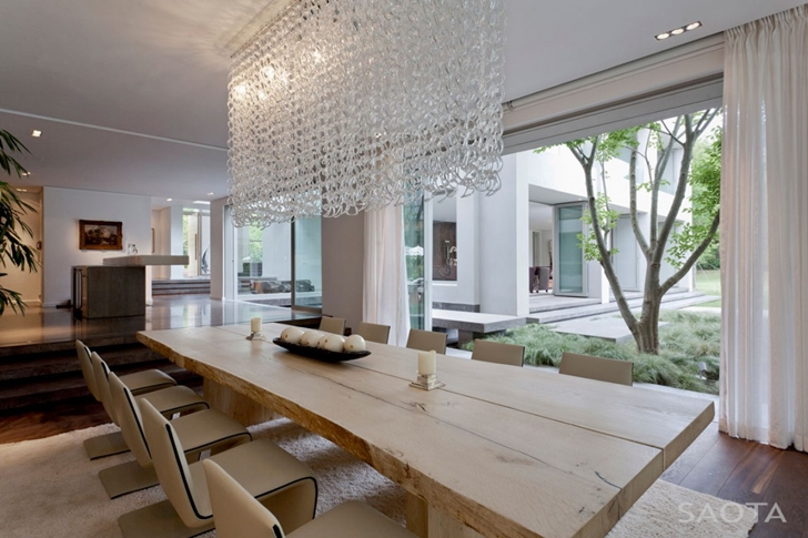 Wooden table in Contemporary Villa by SAOTA