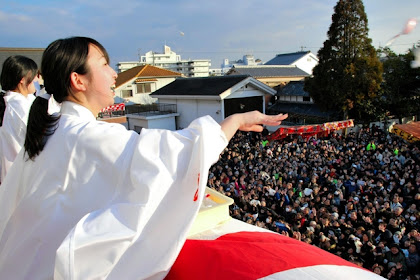 福来い2951個紅白餅福餅まき 戎神社(三木えびす神社)