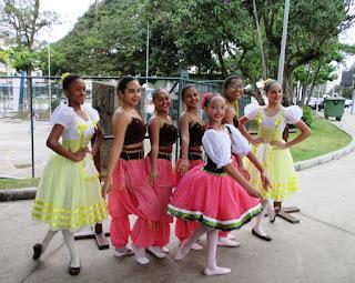 Alunas do Grupo Dançarte preparam apresentação