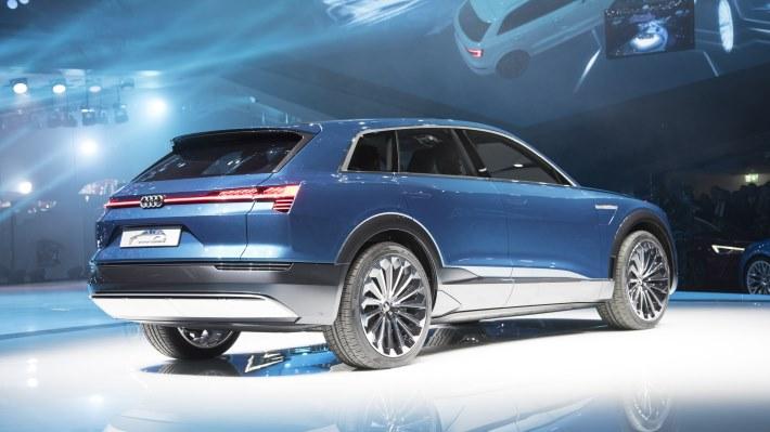 Wallpaper 2: Audi E-tron Quattro Concept