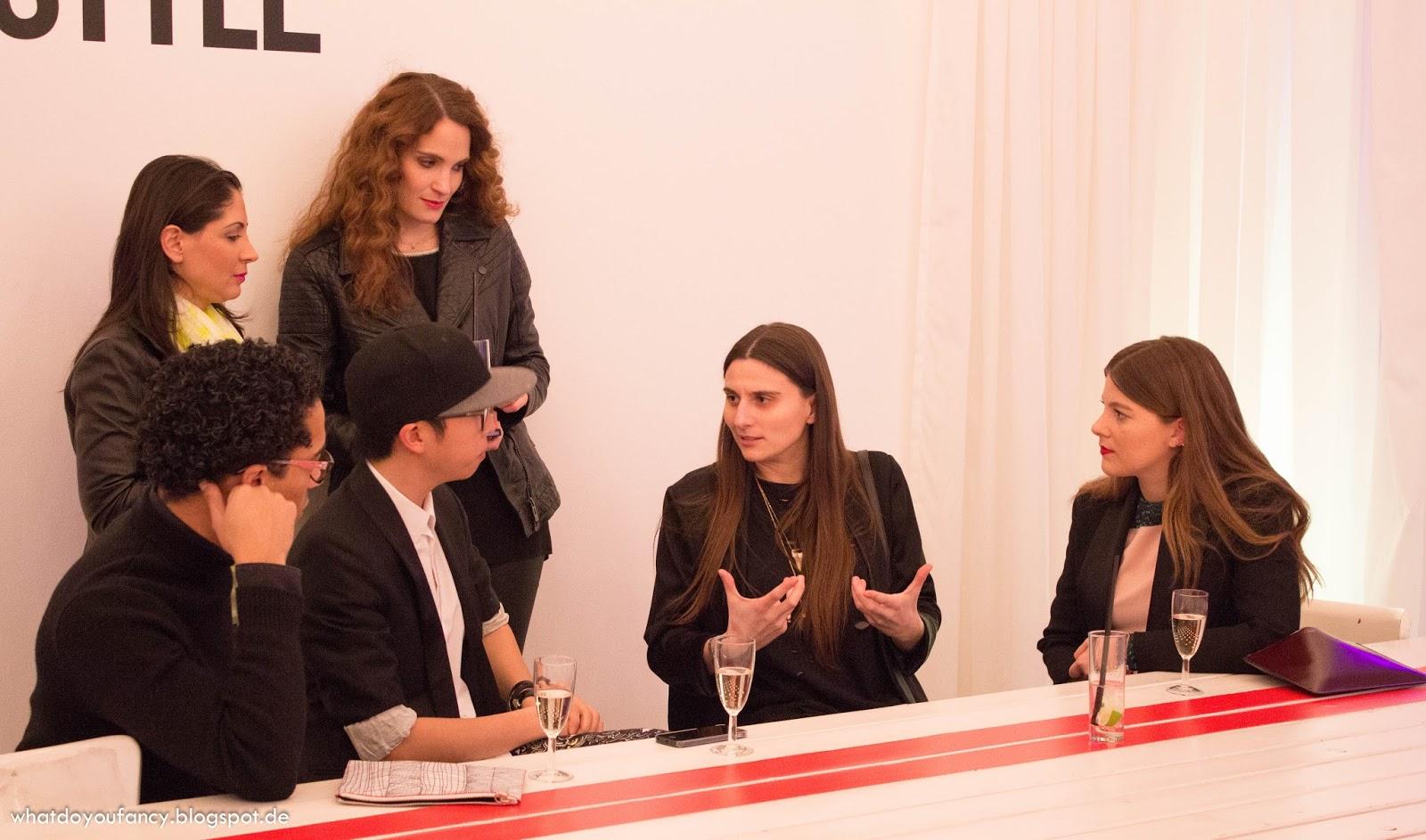 L'Oréal lud zum Launch der neuen Studio Line #TXT-Produkte + App #TXTMYSTYLE ein_Shootingfläche_Justin Wu und Jessica Weiß im Gespräch