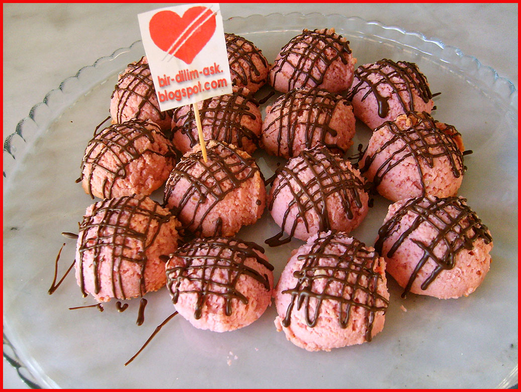 Kalp Kurabiye (frambuaz reçelli) Tarifi