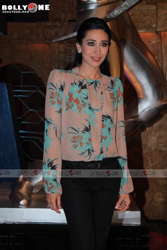 Karisma Kapoor In Jeans At Set Of Sony Max Pics - Sabwoodcom-5742