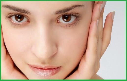 Memutihkan wajah dengan cepat menggunakan air beras secara alami.