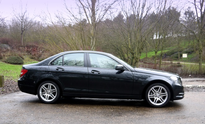 Mercedes-Benz C220 CDI BlueEfficiency Executive SE side view