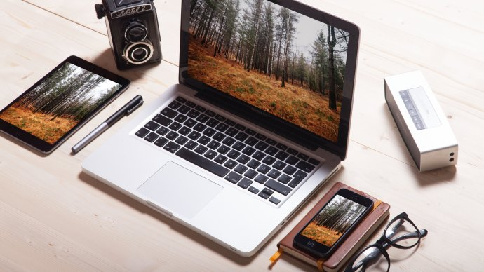 Wallpaper: Apple iPad, MacBook, iPhone & Vintage Camera