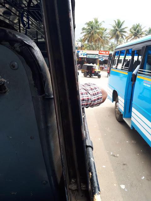Bus sans vitre en Inde