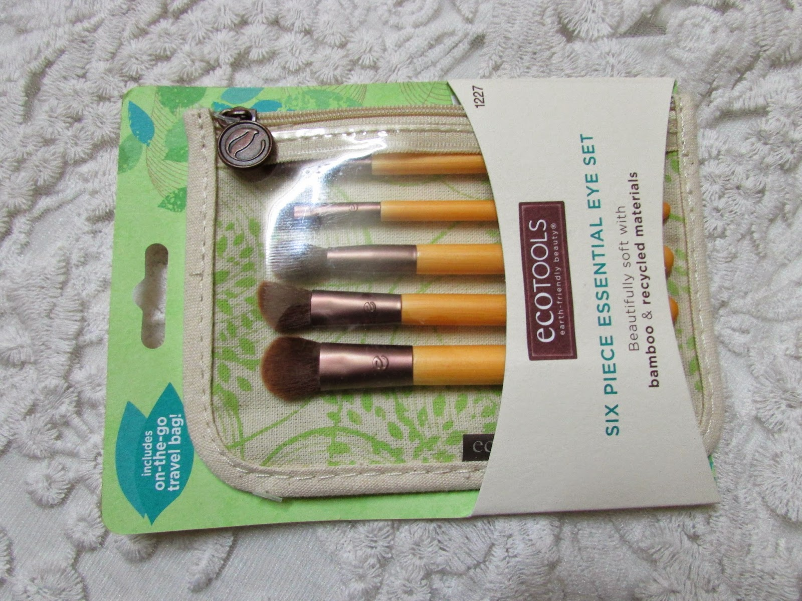 Real Techniques by Samantha Chapman, Your Base/Flawless, Core Collection, Real Techniques by Samantha Chapman, Your Eyes, Enhanced, Starter Set , Real Techniques by Samantha Chapman, Your Finish/Perfected, Blush Brush , Real Techniques by Samantha Chapman, Your Eyes/Enhanced, Shading Brush , Real Techniques by Samantha Chapman, Miracle Complexion Sponge, EcoTools, Eye Enhancing Duo Set , EcoTools, Six Piece Essential Eye Set, E.L.F. Cosmetics, Contouring Blush & Bronzing Powder, St Lucia, ihearb, ihearb haul, ihearb review, iheard brush, best place to buy brush, cheapest place to buy brushes, best place to buy makeup brushes, best place to buy real techniques brushes online, best place to buy eco tools brushes online, elf online
