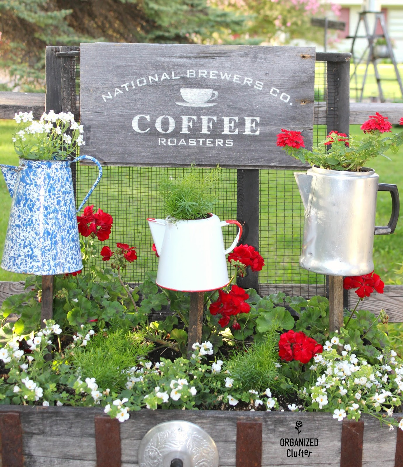 Junk garden coffee pot planters organized clutter for Funky garden accessories