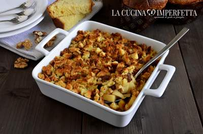 Crumble di colomba e mele
