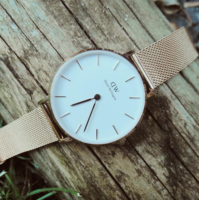 fa3303f77a5 Já conheço bem a marca Daniel Wellington e todos os relógios que tenho da  marca são de uma qualidade inegável. O meu primeiro relógio já tem uns anos  e a ...