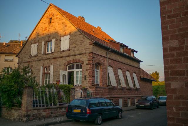 Garnison-Verwaltungs-Dienstgebäude mit Waschküchenanbau (Neuf-Brisach)