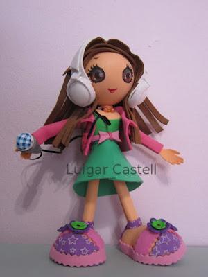 Muñeca con auriculares