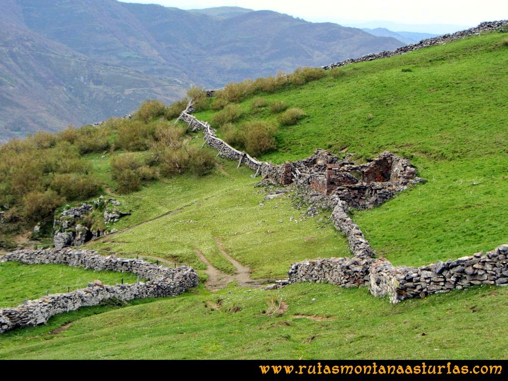 Ruta Peña Redonda: Cabañas abandonas y derruídas.