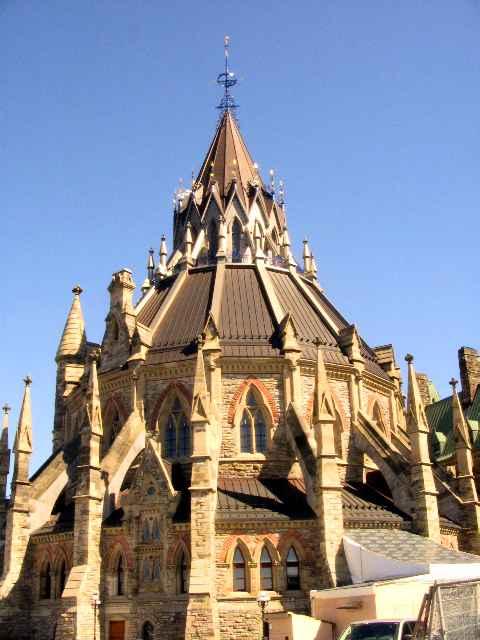 Die Parlamentsbibliothek in Ottawa © Copyright Monika Fuchs, TravelWorldOnline