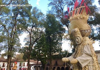 Tlahualiles de Sahuayo en el Nacimiento Monumental en Pátzcuaro