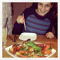 Milagros Sáenz eating chinese food in New York NeuroMamá Blog