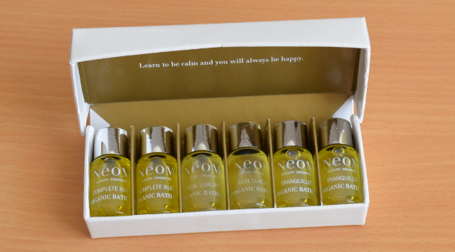 Neom organic bath and shower indulgence set