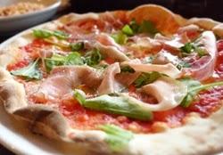 Vytinto kumpio su sūrio pica