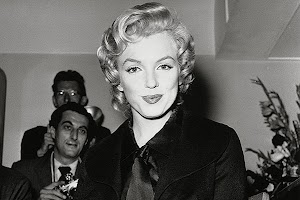 Records of plastic surgery Marilyn Monroe auctioned