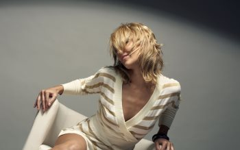Wallpaper: Blonde and Brunette Girls