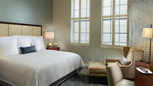 Located in the thriving cultural scene of New Orleans' Arts District, Omni Riverfront Hotel—fresh off a comprehensive renovation—offers the best of both past and present.