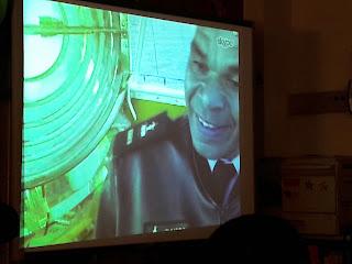A imagem do faroleiro Ramos Pina no quadro interativo durante a videoconferência