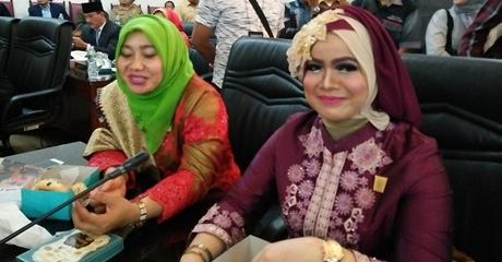 Ukir Sejarah, Elly Thrisyanti Wanita Pertama Jabat Ketua DPRD Kota Padang