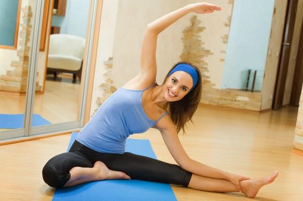 """<img src=""""hacer-ejercicio.jpg"""" alt=""""mujer haciendo ejercicio para conservar su salud y su buen estado físico"""">"""