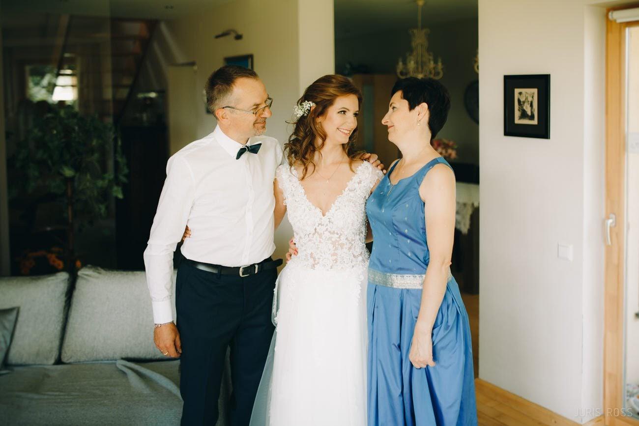 līgava ar vecākiem