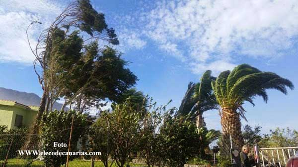 Alerta máxima en Gran Canaria y Tenerife por fuertes lluvias y viento, domingo 25 febrero