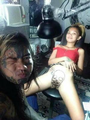 Tatuaje de calavera en la vagina