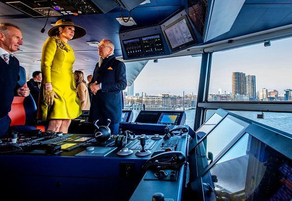 Van Oord's new trailing ship, the Vox Amalia. Its twin ship, the Vox Alexia. Queen Maxima wore Natan coat and dress