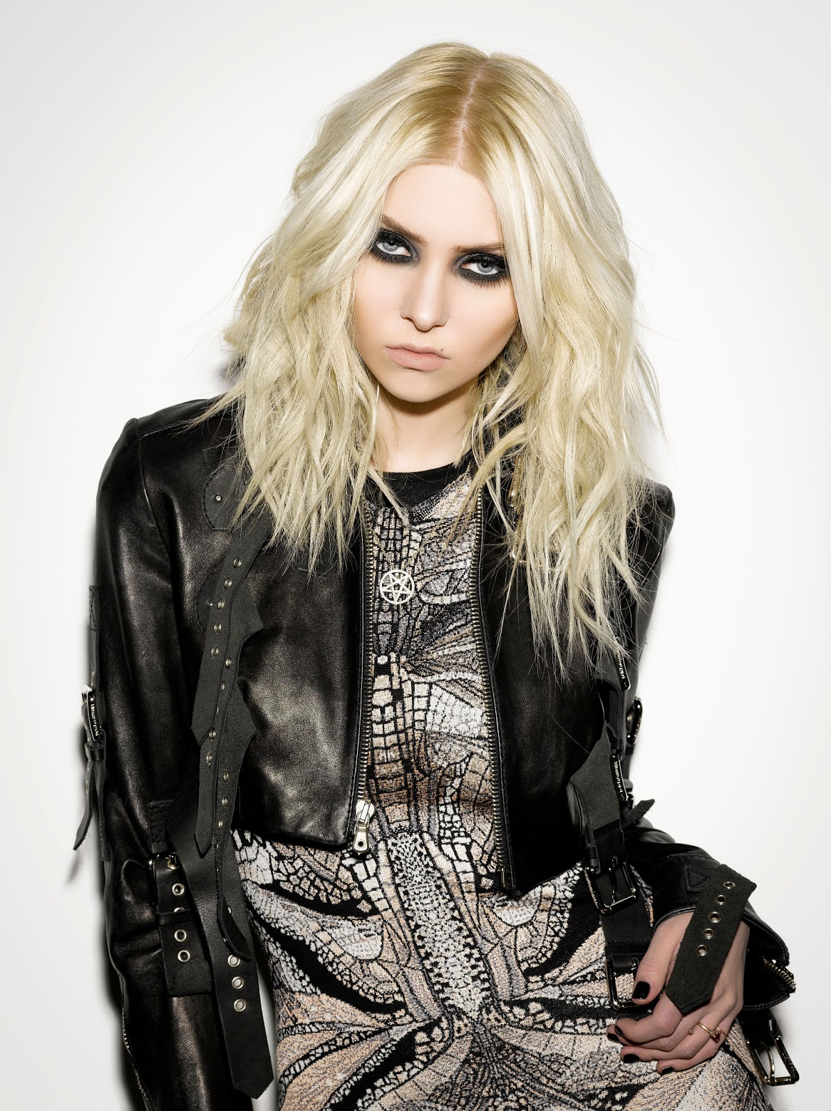 The Cathode Ray Mission: Femme Fatale Friday: Taylor Momsen Taylor Momsen