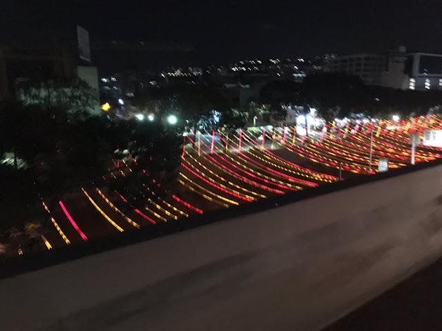Régimen decora con luces el el Río Guaire para ver bien los cadáveres flotando de noche