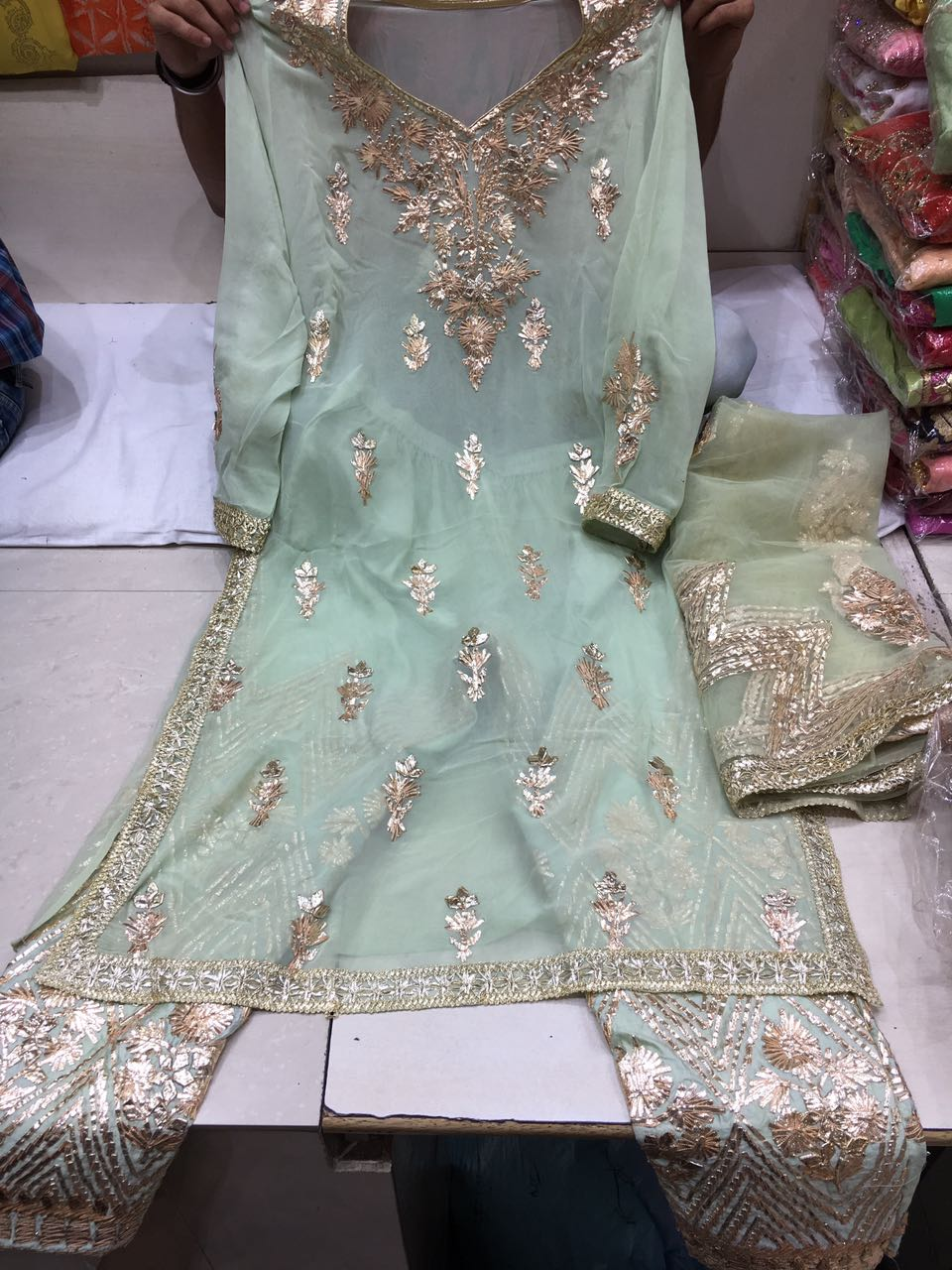 Rajasthani Gota Patti work Suits राजस्थानी और ...