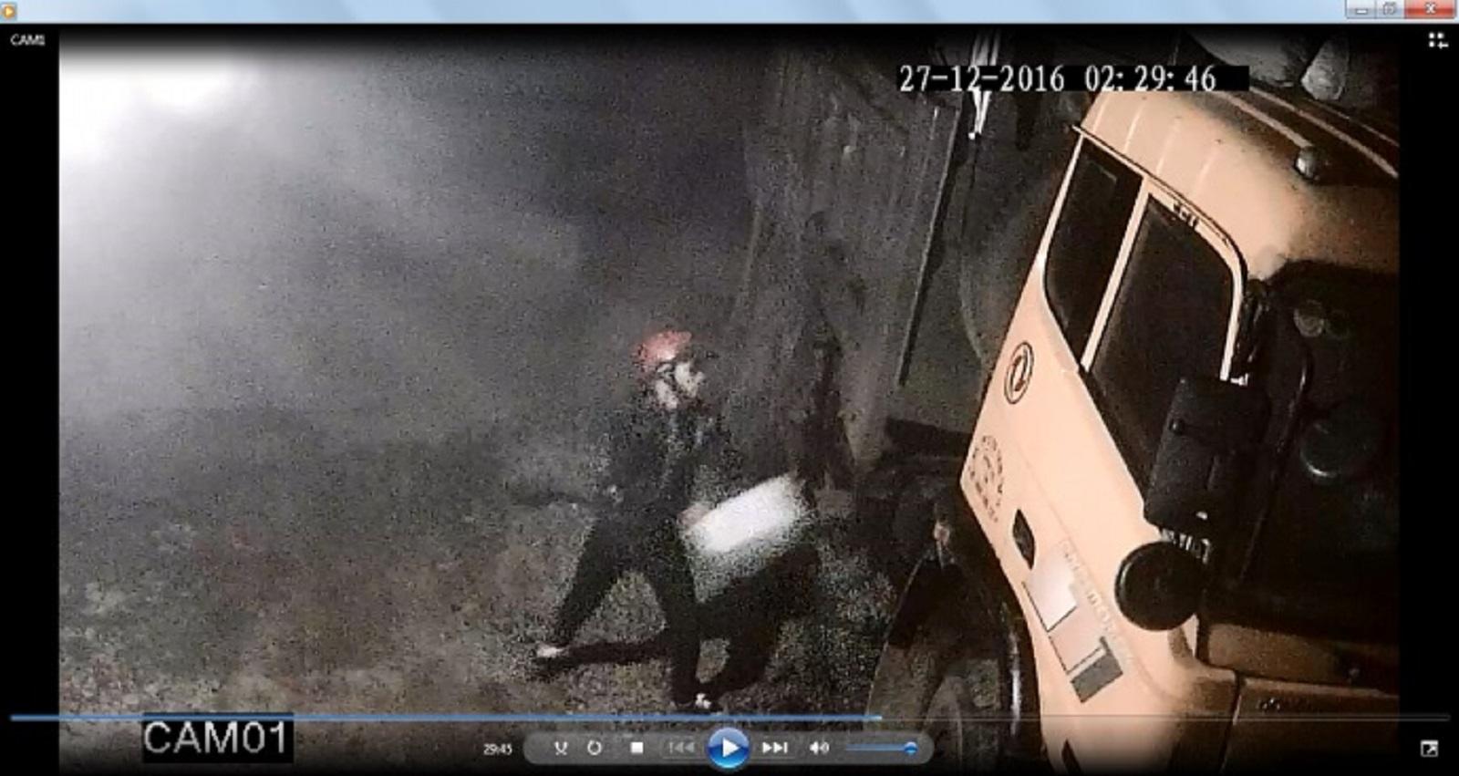 Gia Lai: Truy tìm kẻ dùng xăng đốt ô tô lúc rạng sáng