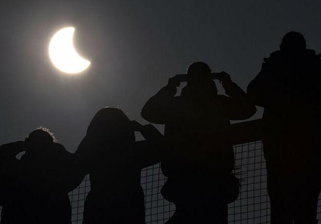 Jangan Lihat Langsung Gerhana Matahari Total