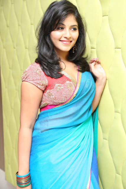 Hot Telugu Actress Half Saree