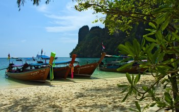 Wallpaper: Specific Thai Boats in Krabi. Hong Island