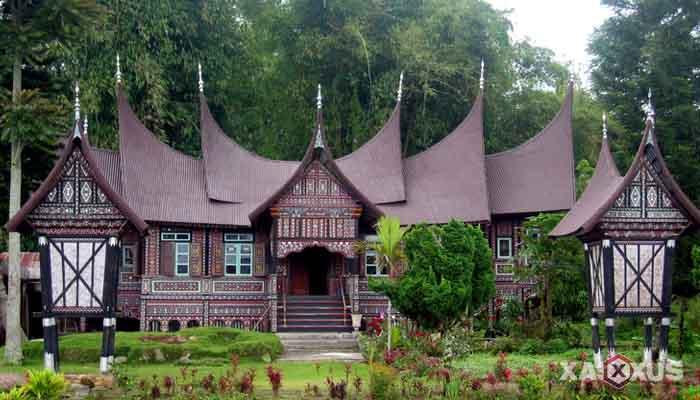 Gambar rumah adat Indonesia - Rumah adat Sumatera Barat atau Rumah Gadang