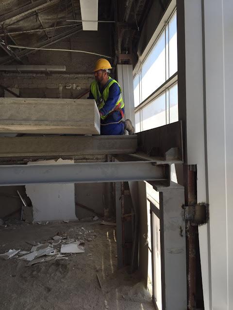 foto de un montador de forjados trabajando