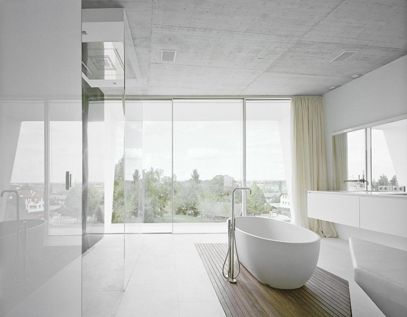 Minimalist bathroom in Villa Freundorf by Project A01 Architects